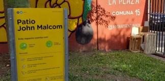 Patio John Malcolm en el barrio de Villa Crespo