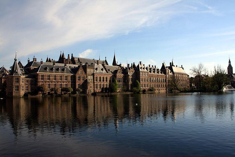 800px-Binnenhof,_the_Hague.jpg