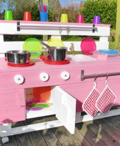 Kinderkueche-holz-rosa-Palettenmoebel-Palettery