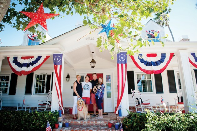 The Hassett family (left to right) Jackie, Jack, Jim, Kate and pets took first place in the home decorating contest. Photo: Lesly Hall
