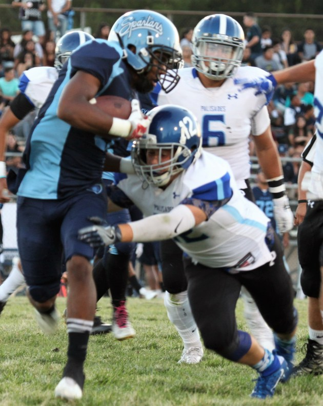 PaliHi Middle linebacker Noah Karp makes the tackle. Photo: Drew Vaupen