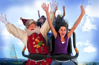 On November 19, Six Flags Magic Mountain premiered the new virtual reality roller coaster, Santa's Wild Sleigh Ride.