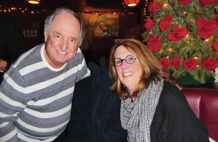 Neil Sedaka stopped by the Palisadians' table and visited with Laurie Sale. Photo: Barry Stein