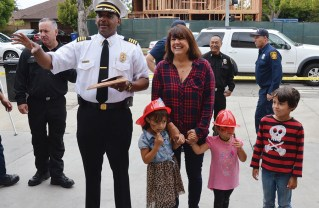 West Bureau LAFD Commander Armando Hogan presented a plaque to Sharon Kilbride, who is surrounded by her nieces Ashley, 5, Audrey, 3, and nephew Andrew Kilbride,7. Photo: Shelby Pascoe