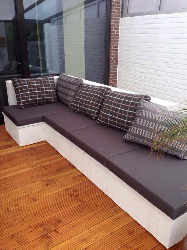 Diy Wood Pallet Cushioned Couch Pallet Furniture Projects