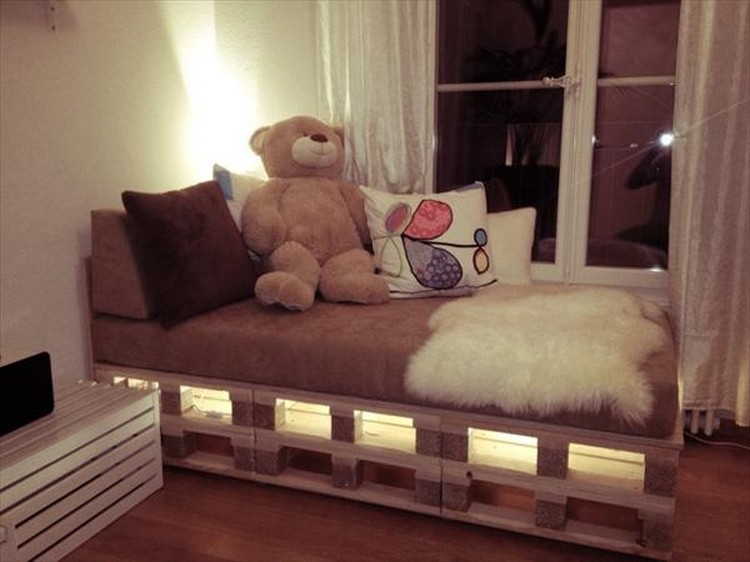 Wooden Pallet Bed with Lights | Pallet Wood Projects on Pallet Bed Room  id=61414