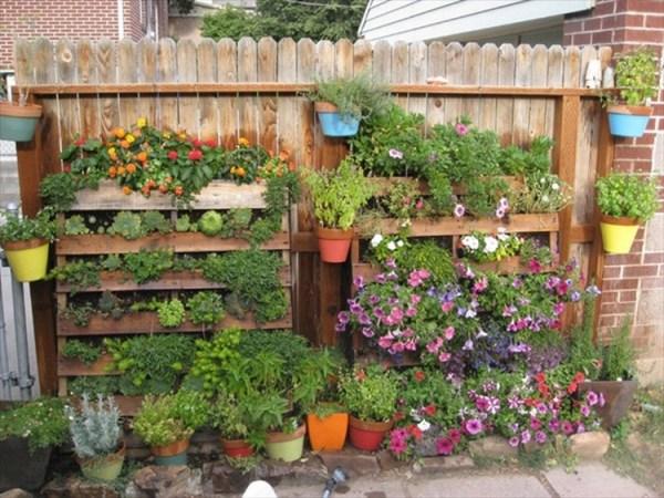 pallet vertical garden project DIY Pallet Vertical Garden Projects   Pallet Wood Projects