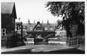 skinners almshouses in 1955 (c) with kind permission Enfield Local Studies Archive