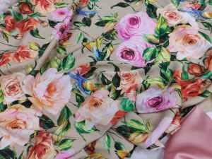 Ткань Шелк-Армани Розочки на бежевом фоне
