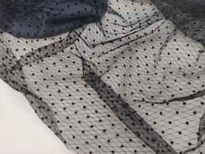 Ткань Сетка Горох Флок на черном фоне