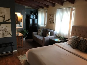 """""""affordable airbnb rooms palm springs"""""""