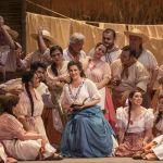 """Pamela Flores en su debut como """"Adina"""", en la ópera """"El elixir de amor"""", Noviembre de 2013."""