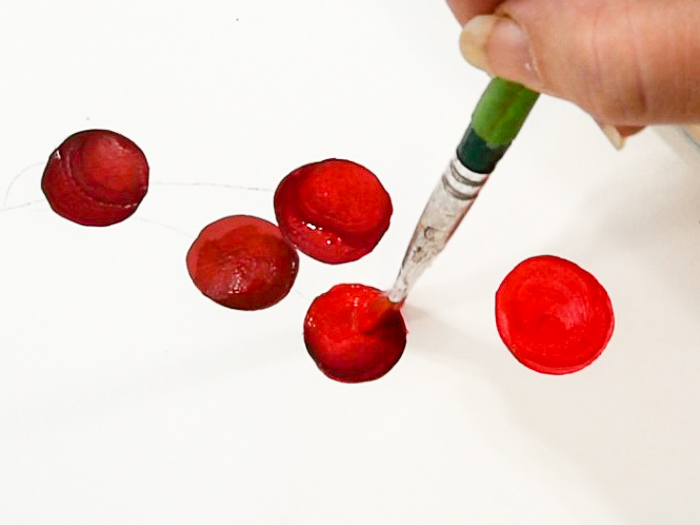 adding highlight to cherry with brush, pamela groppe art how to paint cherries