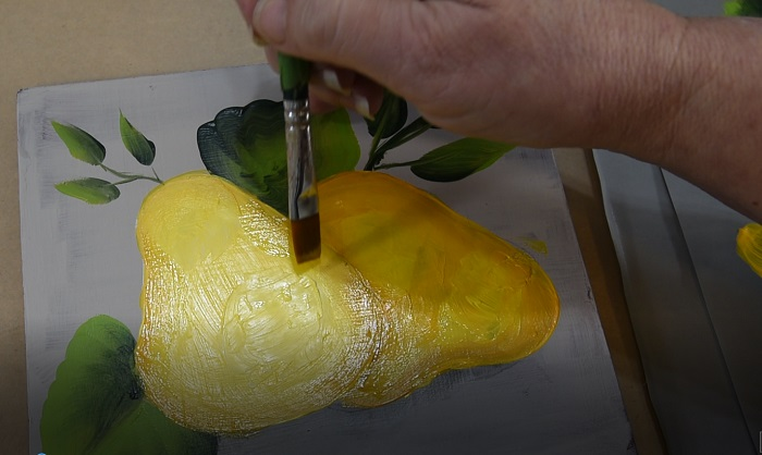 Painting a pear, bring shadow in towards center in an arc