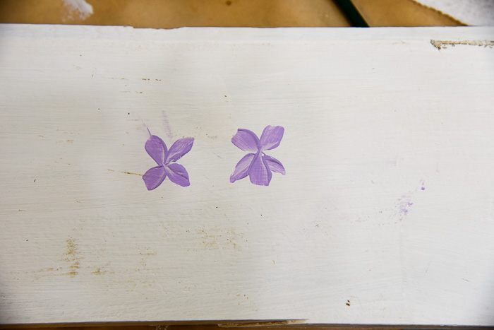 painting violets step by step