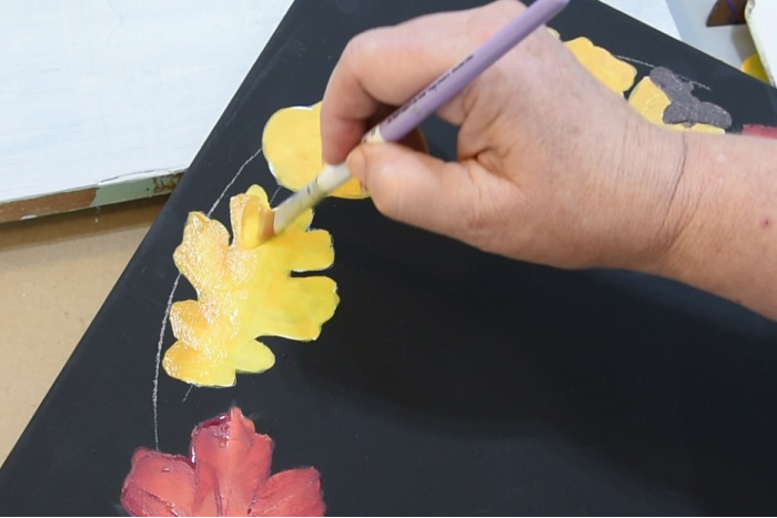 Paint the oak leaf
