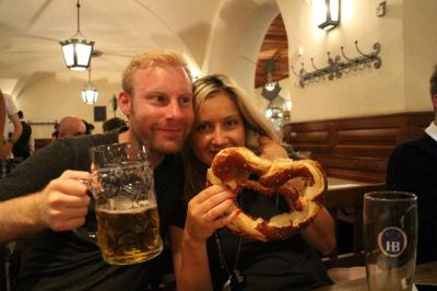 Daniel with his Beer and Marysia with a very big bagel