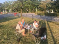 Provisorisches Picknick mit Ursi und Robert