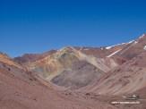 Die Berge schimmern in rot, grün, gelb und auch ein bisschen blau.