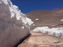 Die Eismasse ist mehrere Meter hoch