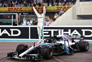 Lewis Hamilton trionfa ad Abou Dhabi.