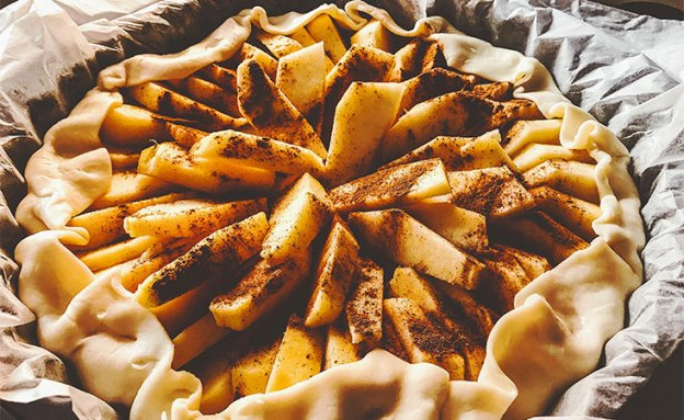 Homemade apple pie with a whole wheat crust can be more nutritious