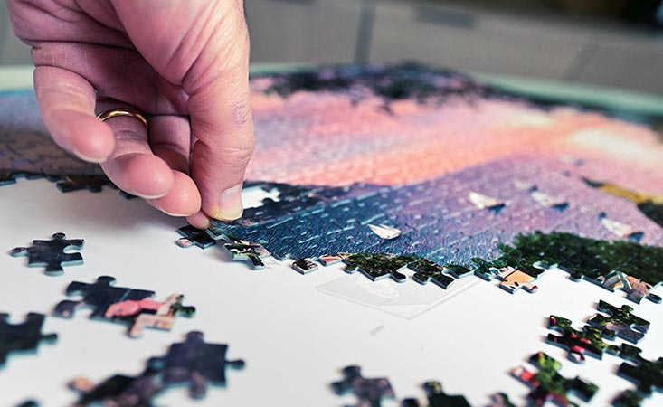 Pancreatic cancer patient does jigsaw puzzle to stay mentally sharp
