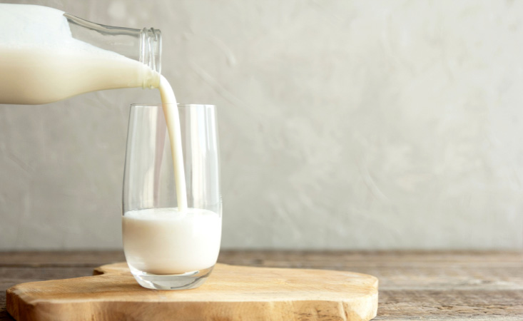 Milk and dairy-free milk alternatives, which can be good options for pancreatic cancer patients
