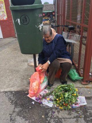 9.5.2017. Prodavačica cveća, pauza za ručak.