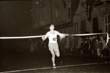 1961 11 27 - 08
