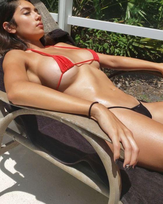 Diana Vazquez sexy tiny biknii tits