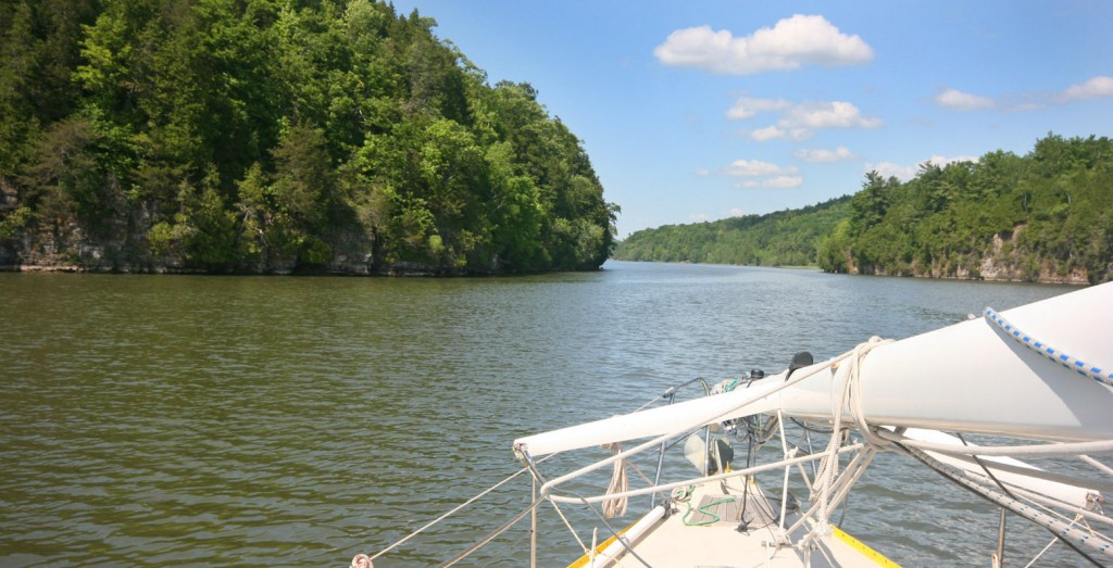 A Whitehall, j'atteins l'extrémité sud du lac Champlain, qui ressemble encore à une rivière pour bientôt s'élargir et atteindre 19 km de large (pour 180 km de long).