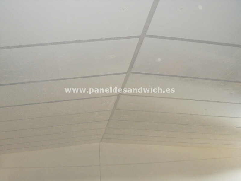 Panel Sandwich Falso Techo para Granjas