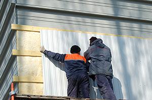 Монтаж кассет, утеплителя и профнастила на стену быстровозводимого здания