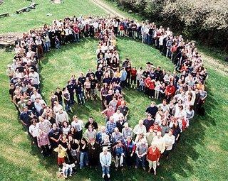 simbolo-de-la-paz-formado-por-gente