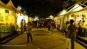 Vista nocturna de la IV Feria del Libro de Caracas