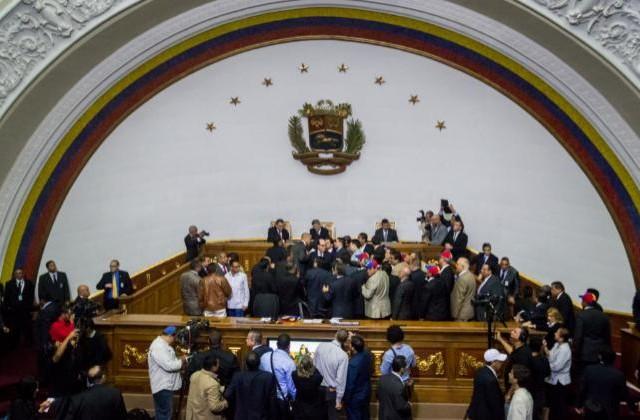 ESPA-A--Los-diputados-chavistas-abandonan-el-acto-de-constituci-n-del-Parlamento-de-Venezuela-gonzalo-morales
