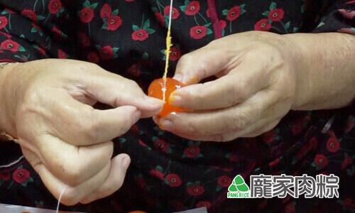 72-01包粽子切蛋不黏刀,鹹蛋切法教學(肉粽知識推薦)
