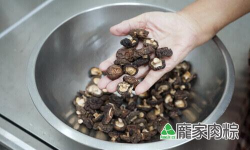 94-02香菇清洗教學-準備好香菇乾貨