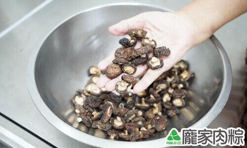 香菇清洗教學-準備好香菇乾貨
