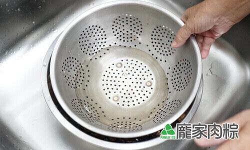 94-04香菇清洗教學-放重物壓住香菇