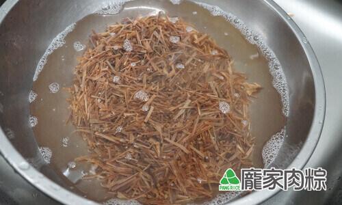 96-05魷魚清洗教學-用清水浸泡