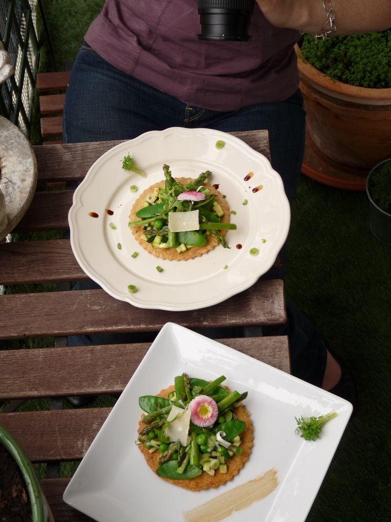 une tarte fine aux légumes de printemps et une verrine de rhubarbe 6