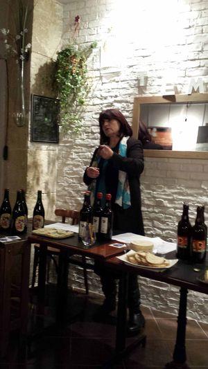 Élisabeth Pierre lors d'un atelier sur les bières de Noël