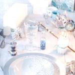 Table de Noël Givrée et bûche Noura glacée
