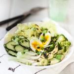 Salade toute verte aux graines de courge et œuf mollet, bien utiliser le curcuma