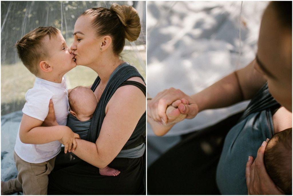 Mama daje buziaka synkowi na pikniku boho