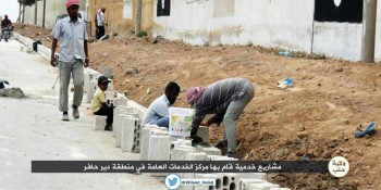 warga daulah islam sedang membangun perbatasan jalan raya