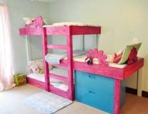 Våningssäng med tre sängar