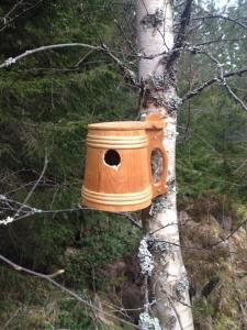 Fågelholk av ölsejdel i trä